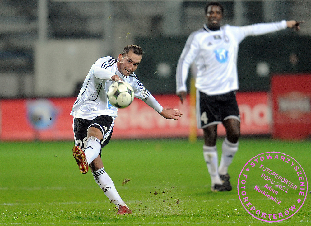 (L) MARCIN SMOLINSKI (LEGIA) SHOOTS DURING EXTRALEAGUE SOCCER MATCH BETWEEN LEGIA WARSAW AND POLONIA WARSAW DURING 14. ROUND SEASON 2009/2010...WARSAW , POLAND , NOVEMBER 20, 2009..( PHOTO BY ADAM NURKIEWICZ / MEDIASPORT )