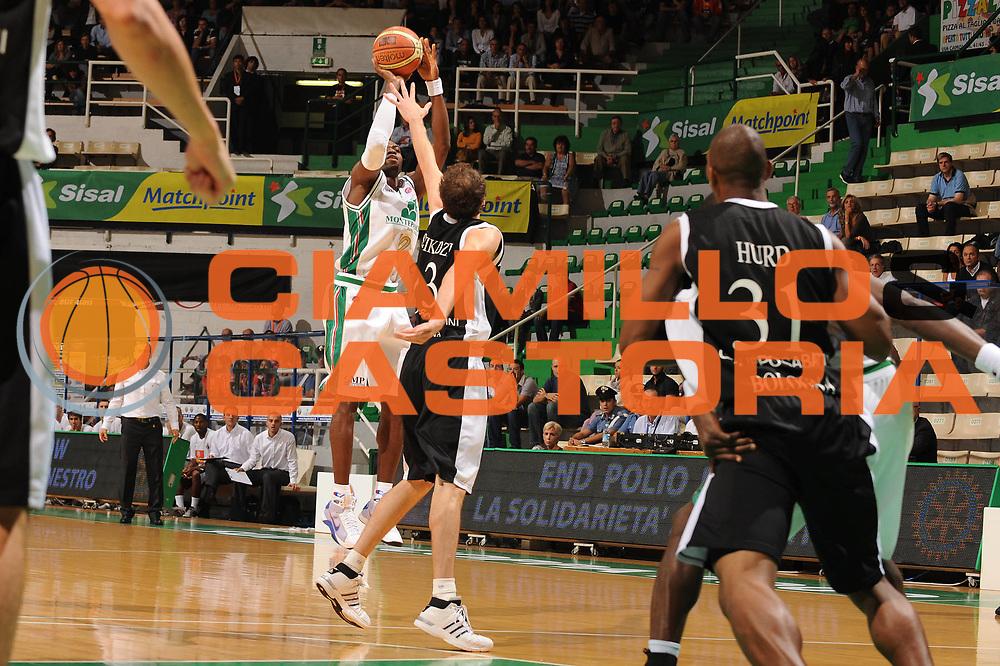 DESCRIZIONE : Siena Lega A 2009-10 Supercoppa Sisal Matchpoint Montepaschi Siena Virtus Bologna<br /> GIOCATORE : Romain Sato<br /> SQUADRA : Montepaschi Siena<br /> EVENTO : Campionato Lega A 2009-2010<br /> GARA : Montepaschi Siena Virtus Bologna<br /> DATA : 04/10/2009<br /> CATEGORIA : tiro<br /> SPORT : Pallacanestro<br /> AUTORE : Agenzia Ciamillo-Castoria/M.Marchi