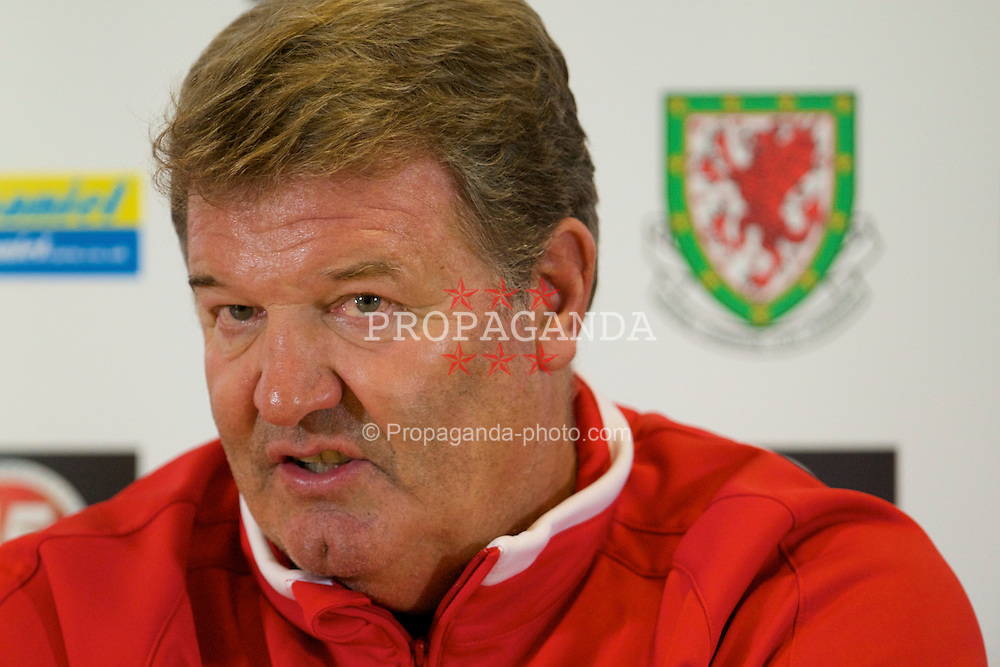 CARDIFF, WALES - Friday, September 5, 2008: Wales' manager John Toshack during a press conference at Lokomotiv Stadium ahead of the second 2010 FIFA World Cup South Africa Qualifying Group 4 match against Russia. (Photo by David Rawcliffe/Propaganda)