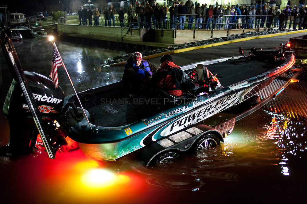 2/25/12 6:59:03 AM -- during the 2012 Bassmaster Classic on the Red River in Shreveport, La. ..Photo by Shane Bevel