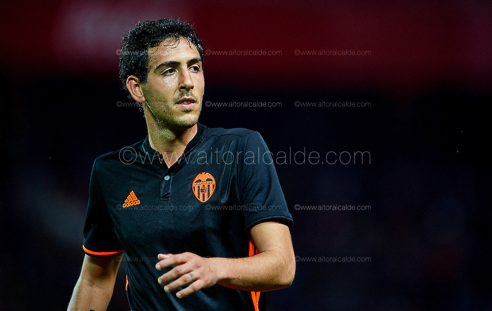 SEVILLE, SPAIN - NOVEMBER 26:  Daniel Parejo of Valencia CF reacts during the La Liga match between Sevilla FC and Valencia CF at Estadio Ramon Sanchez Pizjuan on November 26, 2016 in Seville, Spain.  (Photo by Aitor Alcalde Colomer/Getty Images)