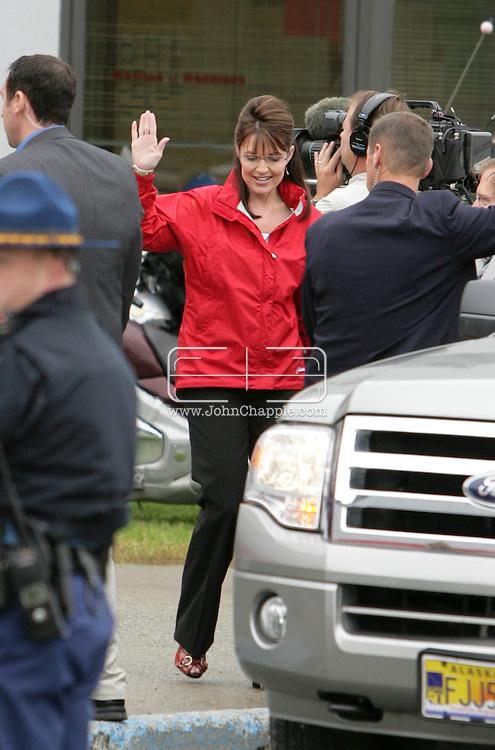 12th September 2008, Wasilla, Alaska. Governor Sarah Palin visits Wasilla High School where she was a former pupil. Palin is the US Republican Vice Presidential pick. PHOTO © JOHN CHAPPLE / REBEL IMAGES.tel: +1-310-570-910