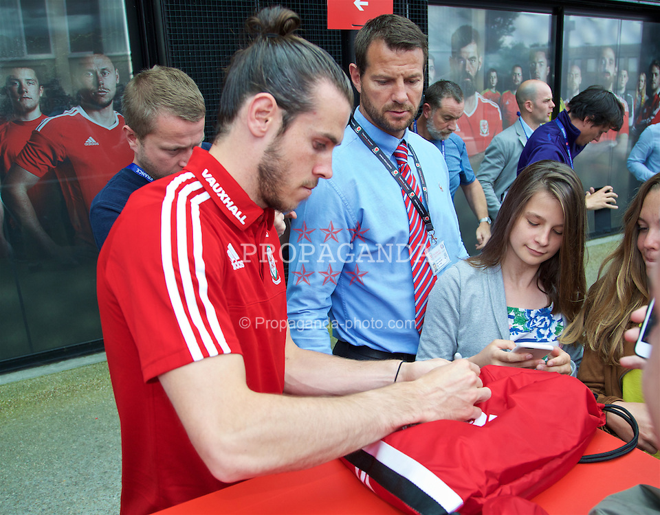DINARD, FRANCE - Wednesday, June 29, 2016: Wales' Gareth Bale meets supporters and signs autographs after a media session at their base in Dinard as they prepare for the Quarter-Final match against Belgium during the UEFA Euro 2016 Championship. (Pic by David Rawcliffe/Propaganda)