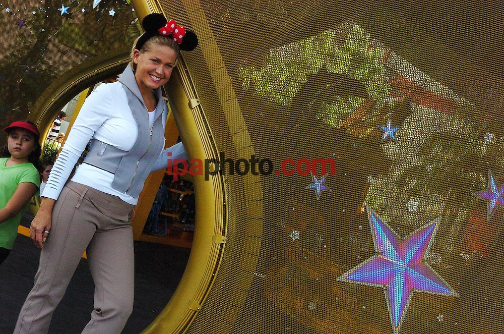 """La actriz infantil brasilena Xuxa durante la grabacion de su programa en los parques tematicos de Disney en Orlando, Florida, hoy, 07 de abril de 2006. Xuxa acudio a los parques Disney como invitada especial para la inauguracion de la nueva atraccion Expedicion Everest. Con """"Expedicion Everest"""" en el parque tem·tico Animal Kingdom, Disney se ha aventurado a """"subir"""" a la cima del mundo para emprender una aventura que transportar· a los pasajeros en un antiguo tren de vapor por el territorio del temible Yeti. (Photo by IPAPHOTO.COM)"""