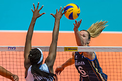 06-06-2018 NED: Volleyball Nations League Netherlands - Italy, Rotterdam<br /> Maret Balkestein-Grothues #6 of Netherlands, Paola Ogechi Egonu #18 of Italy