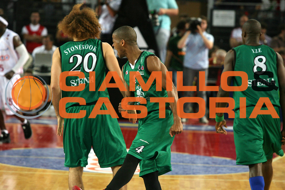 DESCRIZIONE : Roma Lega A1 2006-07 Playoff Semifinale Gara 2 Lottomatica Virtus Roma Montepaschi Siena <br /> GIOCATORE : Forte <br /> SQUADRA : Montepaschi Siena <br /> EVENTO : Campionato Lega A1 2006-2007 Playoff Semifinale Gara 2 <br /> GARA : Lottomatica Virtus Roma Montepaschi Siena <br /> DATA : 02/06/2007 <br /> CATEGORIA : Esultanza <br /> SPORT : Pallacanestro <br /> AUTORE : Agenzia Ciamillo-Castoria/G.Ciamillo