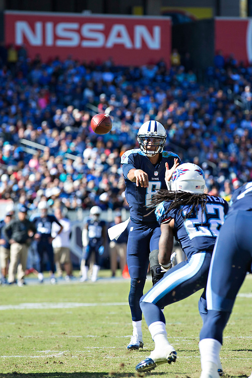 NASHVILLE, TN - OCTOBER 18:  Marcus Mariota #8 throws a pass to Dexter McCluster #22 of the Tennessee Titans during a game against the Miami Dolphins at LP Field on October 18, 2015 in Nashville, Tennessee.  The Dolphins defeated the Titans 38-10.  (Photo by Wesley Hitt/Getty Images) *** Local Caption *** Marcus Mariota; Dexter McCluster