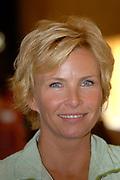 Prinses Laurentien woont in het Raadhuis in Hilversum de uitreiking van de Nationale Alfabetiseringsprijzen bij. Aansluitend houdt de Prinses een toespraak over laaggeletterdheid in de openbare bibliotheek in Hilversum. Daarna wordt de tentoonstelling Taal Centraal geopend.<br /> <br />  op de foto: Anita Witzier