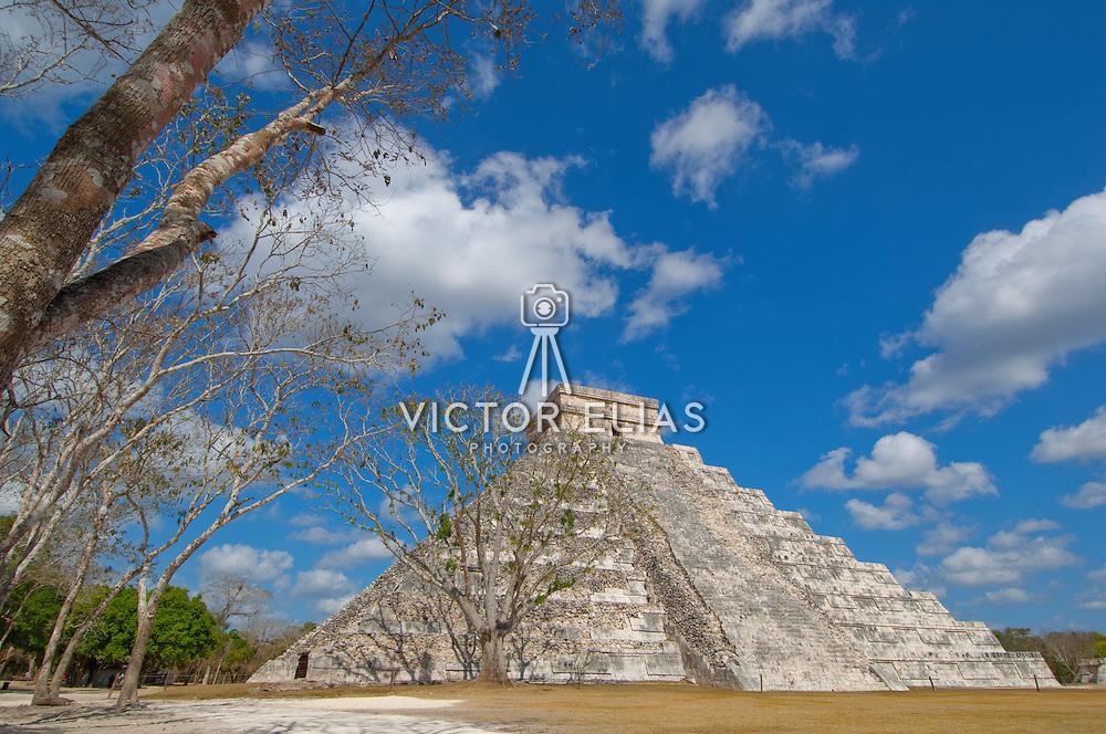 El Castillo temple in Chichen Itza. Yucatan, Mexico.