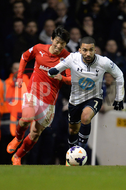Tottenham's Aaron Lennon runs with the ball - Photo mandatory by-line: Mitchell Gunn/JMP - Tel: Mobile: 07966 386802 02/03/2014 - SPORT - FOOTBALL - White Hart Lane - London - Tottenham Hotspur v Cardiff City - Premier League