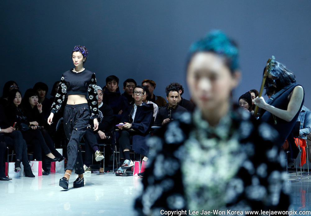 Seoul, South Korea. 24th March 2014. A model presents a creation by designer Steve J & Yoni P during the Seoul Collection of the 2014 F/W Seoul Fashion Week, Seoul, South Korea, on Monday March 24, 2014.