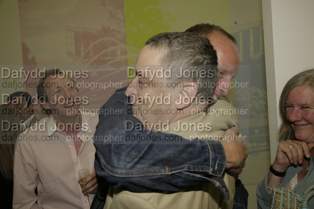 Dave Dawson, Johnnie Shand Kydd and Norman Rosenthall :  book launch party celebrate the publication of Crash.White Cube. Hoxton sq. London. 18 September 2006. ONE TIME USE ONLY - DO NOT ARCHIVE  © Copyright Photograph by Dafydd Jones 66 Stockwell Park Rd. London SW9 0DA Tel 020 7733 0108 www.dafjones.com