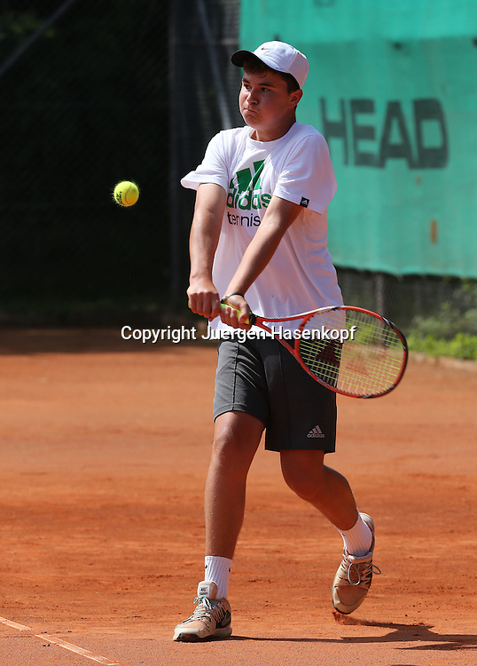 Audi GW:plus Zentrum Muenchen Junior Open 2014, Tennis Europe Junior Tour,Sandplatz, Junioren Turnier, BS14, Brian Bencic (SUI)<br /> Aktion,Einzelbild,Ganzkoerper,Hochformat,