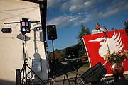 Allocution du premier Août par le Syndic de Crésuz, 2009. Le proJet de fusion des quatres communes (les 4 C: Châtel-sur-Montsalvens, Crésuz, Cerniat et Charmey) de la Vallée de la Jogne fut rejeté à l'urne. Gemeindepräsident Büttikofer bei der Erstaugustansprache 2009. Die Fusion der vier Nachbargemeinden (Châtel-sur-Montsalvens, Crésuz, Cerniat et Charmey) wurde an der Urne abglehnt.