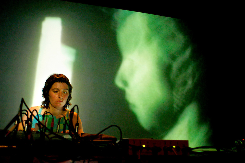 MYLÉNA BERGERON/MUTEK 2003/CAROLINE HAYEUR