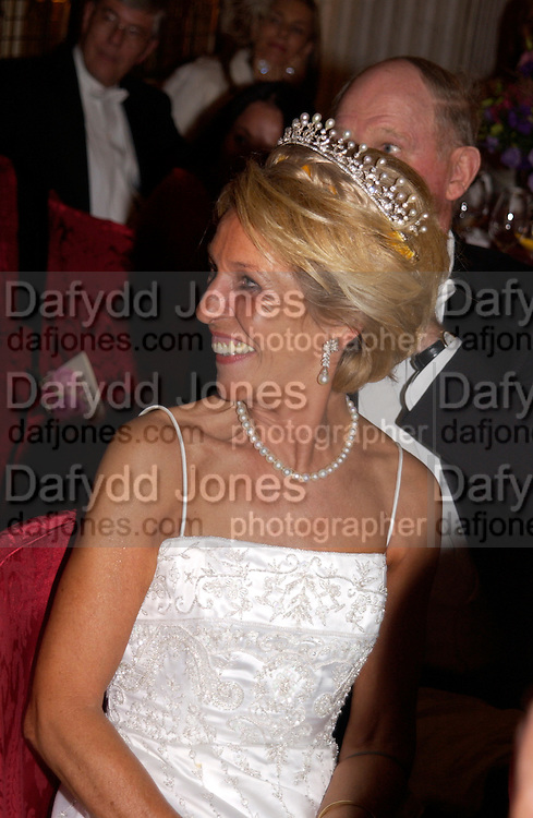 The Duchess of Marlborough Ball at Blenheim Palace in aid of the Red Cross, Woodstock, 26 June 2004. SUPPLIED FOR ONE-TIME USE ONLY-DO NOT ARCHIVE. © Copyright Photograph by Dafydd Jones 66 Stockwell Park Rd. London SW9 0DA Tel 020 7733 0108 www.dafjones.com
