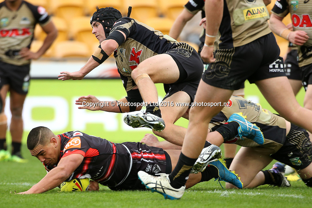 Erin Clark scores for the Warriors during the Holden Cup match Warriors v Panthers at Mt Smart Stadium on Saturday 30 July 2016. Auckland, New Zealand. © Copyright Photo: Fiona Goodall / www.photosport.nz