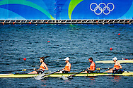 RIO DE JANEIRO - Koning Willem-Alexander en premier Mark Rutte op de tribune naar het roeien in het Lagoa Rodrigo de Freitas tijdens de Olympische Spelen van Rio. copyright anp robin utrecht