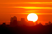 UNITED KINGDOM, London: 18 April 2018 The sun rises behind the London city skyline this morning from Richmond Park. Londoners will be enjoying the weather today as temperatures are set to reach a high of 25 degrees Celsius in the capital. Rick Findler / Story Picture Agency