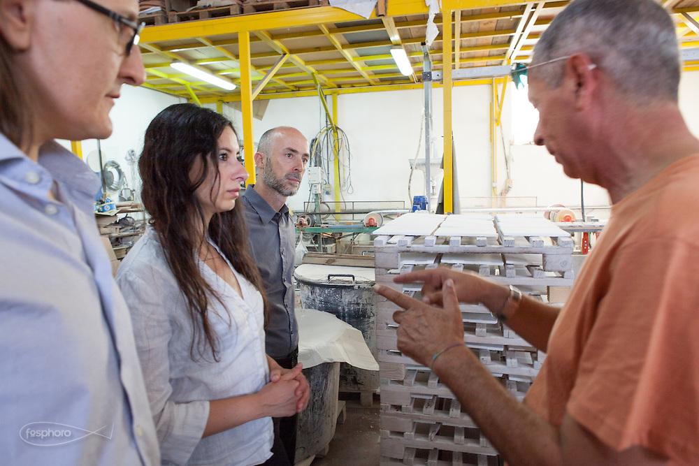 Caltagirone (CT) - Studiocharlie (Rovato -BS) discutono di un progetto con Rosario Parrinello presso Made a Mano.