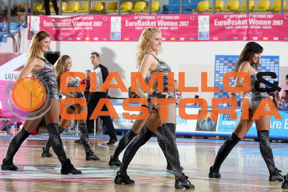DESCRIZIONE : Chieti Italy Italia Eurobasket Women 2007 <br /> Quarti di finale Lettonia Francia Latvia France<br /> GIOCATORE : red foxy<br /> SQUADRA : cheerleaders<br /> EVENTO : Eurobasket Women 2007 Campionati Europei Donne 2007 <br /> GARA : Lettonia Francia Latvia France<br /> DATA : 04/10/2007 <br /> CATEGORIA :<br /> SPORT : Pallacanestro <br /> AUTORE : Agenzia Ciamillo-Castoria/E.Castoria<br /> Galleria : Eurobasket Women 2007 <br /> Fotonotizia : Chieti Italy Italia Eurobasket Women 2007 Quarti di finale Lettonia Francia Latvia France<br /> Predefinita :