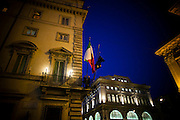 ROMA. LE BANDIERE DI ITALIA E UNIONE EUROPEA ALL'ESTERNO DI PALAZZO CHIGI SEDE DEL GOVERNO ITALIANO; THE FLAGS OF THE ITALY AND EUROPEAN UNION OUTSIDE THE ITALIAN GOVERNMENT PALACE