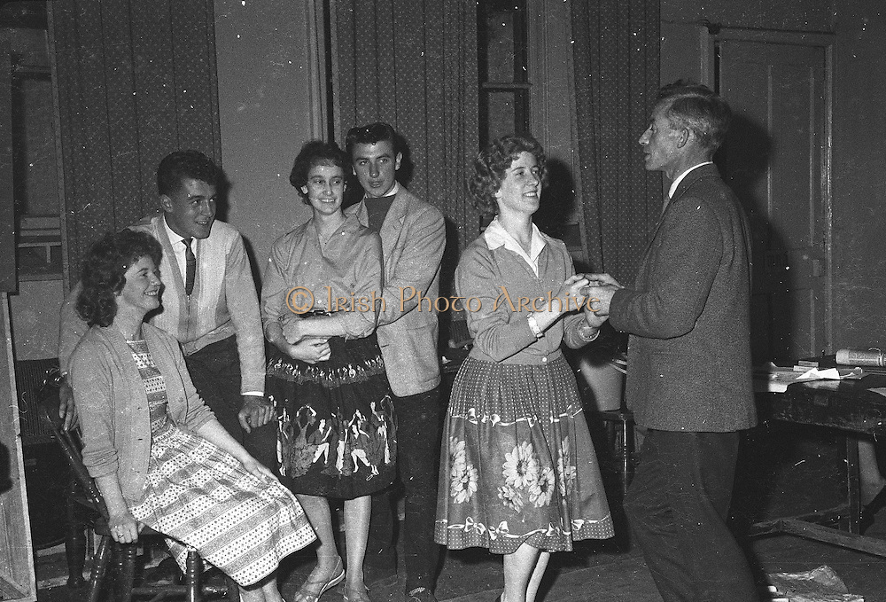 "Gael Linn.Pictured at the rehearsals of Gael Linn production Seán Ó Riada's ""Spailpin a Ruin"" premiere at Damer Theatre, Stephen's Green as part of the International Theatre Festival.  .08.09.1960."