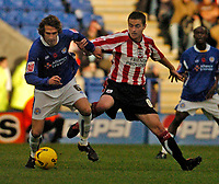 Photo: Leigh Quinnell.<br /> Leicester City v Southampton. Coca Cola Championship.<br /> 05/11/2005. Southamptons Matthew Oakley grabs hold of Leicesters Gareth Williams.