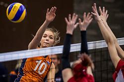 30-03-3018 NED: Nederland - Wit Rusland, Arnhem<br /> De Nederlandse volleybal meisjes jeugd spelen hun eerste oefeninterland op Papendal in Arnhem tegen Wit Rusland en wonnen met 3-0 / Anna Zijl #10