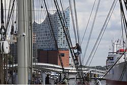 THEMENBILD - Die St. Pauli Landungsbrücken sind das Herzstück des Hamburger Hafens. Sie blicken auf eine lange Geschichte zurück. Sie sind weit mehr als nur eine Anlegestelle im Hamburger Hafen, sie sind das sprichwörtliche Tor zur Welt: Von den St. Pauli Landungsbrücken liefen einst die berühmten Schnelldampfer nach Übersee aus. Tag für Tag fuhren von hier aus außerdem Tausende zur Arbeit auf die Werften im Hafen. Hier im Bild blick auf die Elbphilharmonie // The St. Pauli Landungsbrücken are the heart of the Hamburg harbor. They look back on a long history. They are far more than just a jetty in the port of Hamburg, they are the proverbial gateway to the world: from the St. Pauli Landungsbrücken once the famous fast-steamers went overseas. Every day thousands of people went to work on the shipyards in the port. EXPA Pictures © 2017, PhotoCredit: EXPA/ Peter Gruber