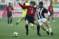 Milano 16-01-2005<br />Campionato  Serie A Tim 2004-2005<br />Milan Udinese<br />nella  foto Hernan Crespo Milan (L), Pazienza Michele Udinese (R)<br />Foto Snapshot / Graffiti