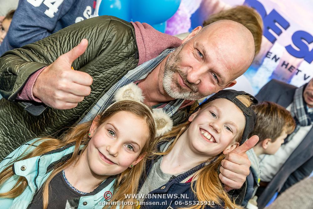 NLD/Amsterdam/20170318 - première De Smurfen en het Verloren Dorp, Eddy Zoey en zijn kinderen Fender en Teuntje