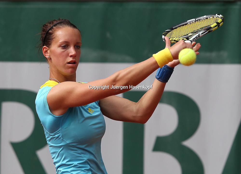 French Open 2013, Roland Garros,Paris,ITF Grand Slam Tennis Tournament,Dinah Pfizenmaier (GER),.Aktion, Einzelbild,Halbkoerper,Querformat,