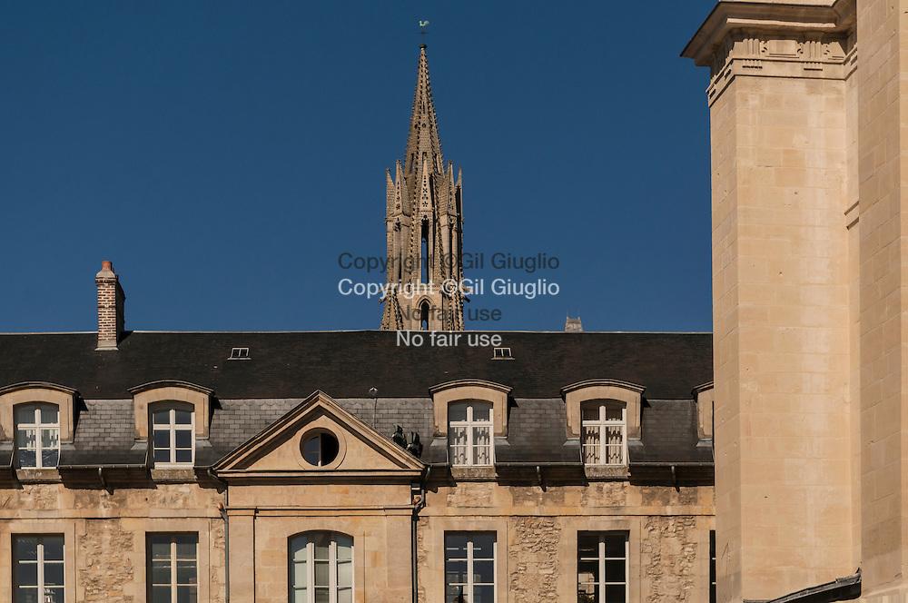 France, Hauts-de-France, Oise (60), centre-ville, église Saint-Pierre // France, Hauts de France, Oise, downtown, Saint-Peter church France, Hauts-de-France, Oise