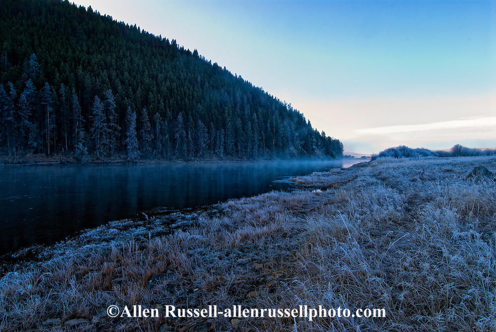 Big Hole River, Big Hole Valley, northwest of Wise River, Montana, Winter, dawn, fog.