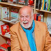 NLD/Rotterdam/20110407 - Acteur Kees Brusse signeert zijn boek, Henk van der Horst