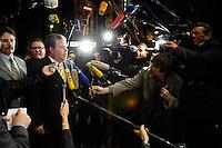 03 NOV 2005, BERLIN/GERMANY:<br /> Kurt Beck, SPD, Ministerpraesident Rheinland-Pfalz, im Gespraech mit Journalisten, vor Beginn der Sitzung des SPD Praesidiums, vor der Nominierung eines neuen SPD Praesidiums durch den SPD Parteivorstand, Willy-Brandt-Haus<br /> IMAGE: 20051102-01-013<br /> KEYWORDS: Journalist, Mikrofon, microphone, Kamera, Camera,