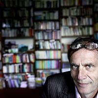 """Nederland, Amsterdam , 18 oktober 2011...prof. jhr. dr. Jan Michiel Baud (1 december 1952) is een Nederlands historicus. Baud is als professor in Latijns-Amerikastudies en directeur van het Centrum voor Studie en Documentatie van Latijns-Amerika (CEDLA) verbonden aan de Universiteit van Amsterdam..Bij het grote publiek werd hij vooral bekend als de leider van het onderzoek naar de rol van de vader van Máxima Zorreguieta, Jorge Zorreguieta, als staatssecretaris tijdens het bewind van de Argentijnse dictator Jorge Videla. Het onderzoek, via een geheime opdracht van minister-president Wim Kok aan prof. dr. Michiel Baud, had als conclusie dat Zorreguieta op de hoogte moet zijn geweest van deze gedwongen verdwijningen maar dat het """"praktisch uit te sluiten is"""" dat Zorreguieta in de periode van zijn regeringsdeelname """"persoonlijk betrokken is geweest bij de repressie of schending van de mensenrechten"""". Willem Alexander bevestigde tijdens een interview dat hij wist dat zijn schoonvader van tenminste één gedwongen verdwijning op de hoogte was (deze persoon was volgens Willem-Alexander weer terug gevonden), waarmee hij de resultaten van het onderzoek bagatelliseerde..Foto:Jean-Pierre Jans"""