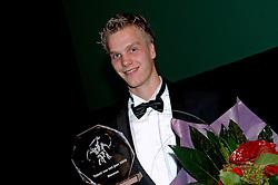 08-10-2006 VOLLEYBAL: GALA 2006: DOETINCHEM<br /> In de schouwburg van Doetinchem werd het volleybalgala 2006 gehouden / Beste Talent seizoen 2005-2006  Jan Willem Snippe<br /> ©2006-WWW.FOTOHOOGENDOORN.NL