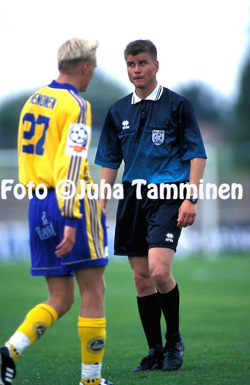15.08.1998.Erotuomari Petteri Kari.©JUHA TAMMINEN