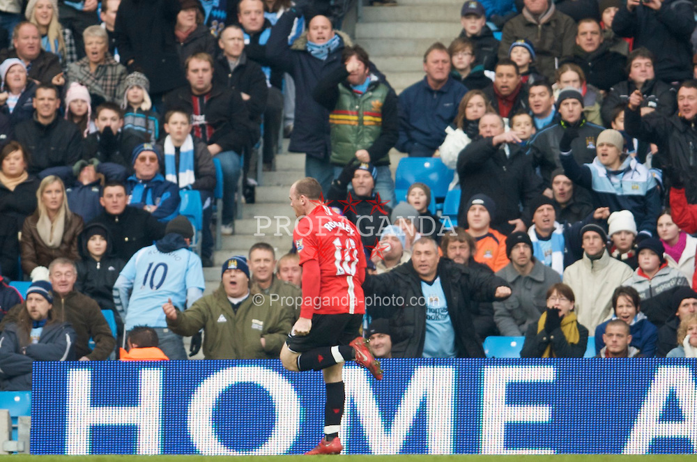 MANCHESTER, ENGLAND - Sunday, November 30, 2008: Manchester United's Wayne Rooney celebrates scoring the winning goal against Manchester City during the Premiership match at the City of Manchester Stadium. (Photo by David Rawcliffe/Propaganda)