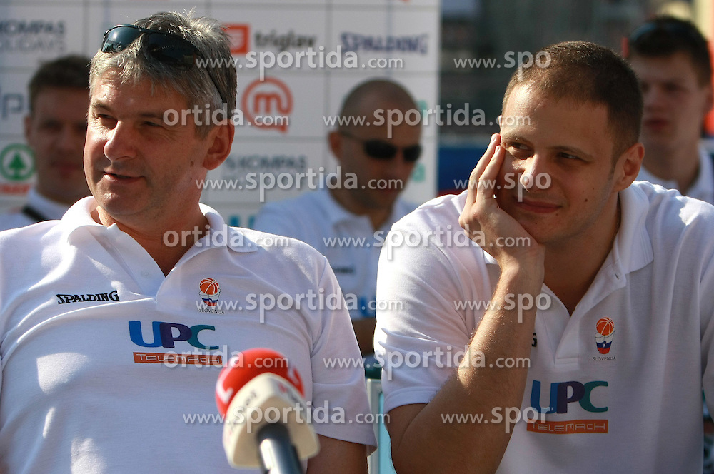 Head coach Ales Pipan and Raso Nesterovic at press conference and after time with fans of Slovenian basketball National Team before departure to Athens for Olympic qualifications, on July 12, 2008, at Presernov trg, in Ljubljana, Slovenia. (Photo by Vid Ponikvar / Sportal Images)