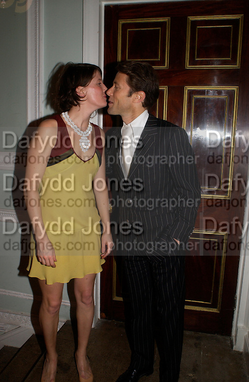 Shona Heath and Eddie Davenport, The Vogue List, celebrated by Vogue and Motorola. 33 Portland Place. 3 November 2004. ONE TIME USE ONLY - DO NOT ARCHIVE  © Copyright Photograph by Dafydd Jones 66 Stockwell Park Rd. London SW9 0DA Tel 020 7733 0108 www.dafjones.com