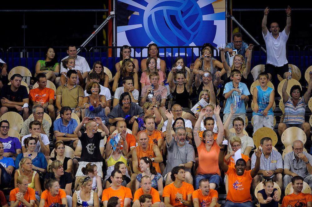 09-07-2010 VOLLEYBAL: WLV NEDERLAND - ZUID KOREA: EINDHOVEN<br /> Nederland verslaat Zuid Korea met 3-1 / Support Oranje publiek<br /> &copy;2010-WWW.FOTOHOOGENDOORN.NL