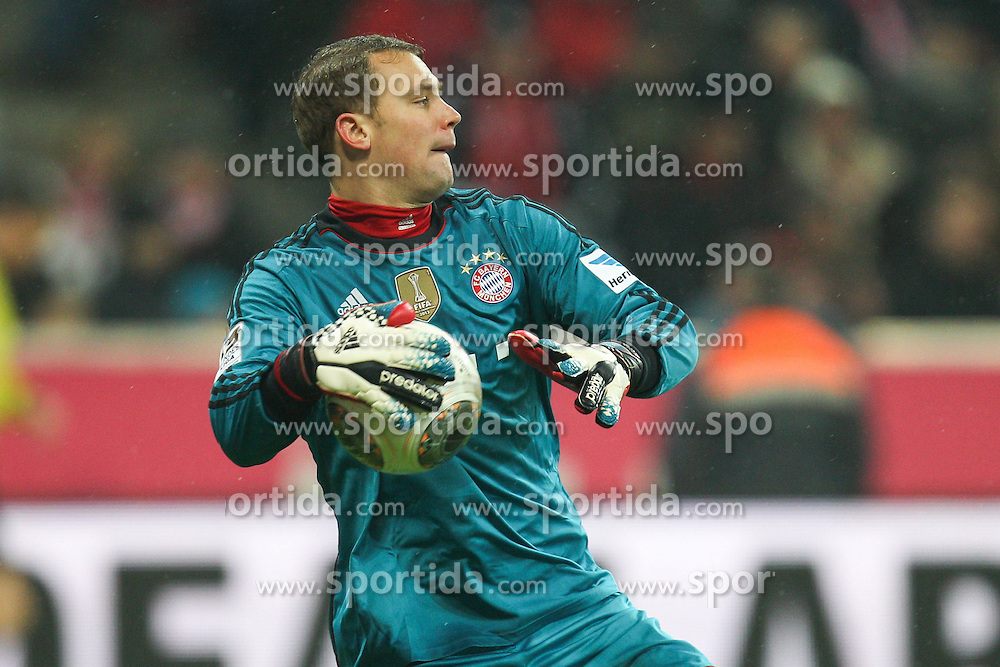 02.02.2014, Allianz Arena, Muenchen, GER, 1. FBL, FC Bayern Muenchen vs Eintracht Frankfurt, 19. Runde, im Bild Torwartaktion von Manuel NEUER #1 (FC Bayern Muenchen) // during the German Bundesliga 19th round match between FC Bayern Munich and Eintracht Frankfurt at the Allianz Arena in Muenchen, Germany on 2014/02/02. EXPA Pictures &copy; 2014, PhotoCredit: EXPA/ Eibner-Pressefoto/ Kolbert<br /> <br /> *****ATTENTION - OUT of GER*****