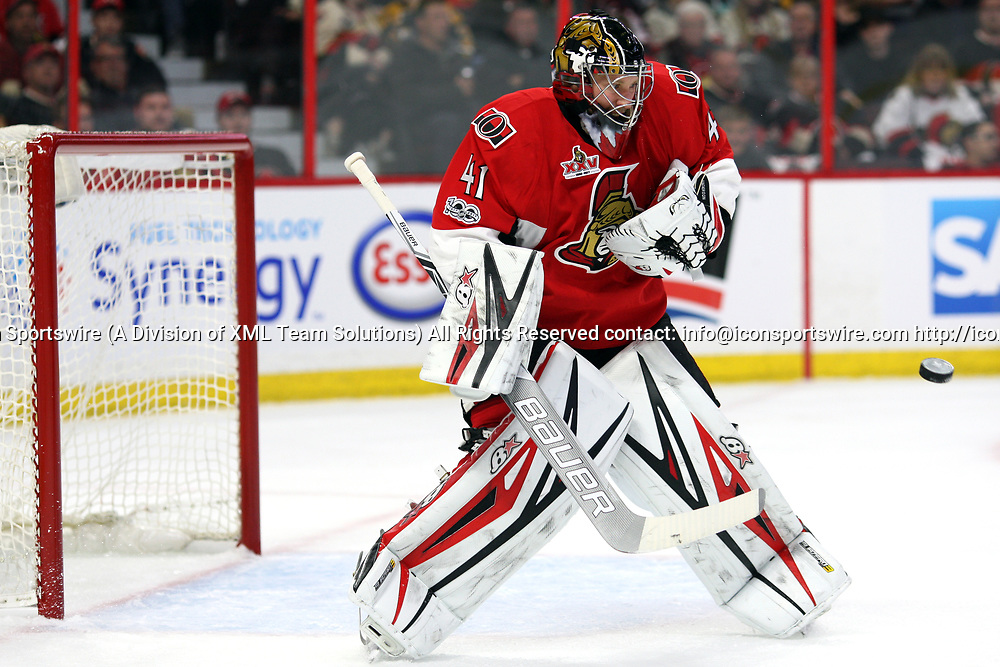 OTTAWA, ON - APRIL 12:  Ottawa Senators Goalie Craig Anderson (41) with a save in the first period during the first round of the NHL Playoffs  between the Boston Bruins and Ottawa Senators on April 12, 2017, at Canadian Tire Centre in Ottawa, On. (Photo by Jason Kopinski/Icon Sportswire)