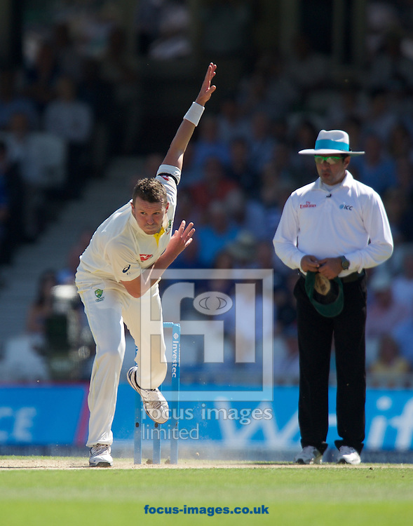 Peter Siddle of Australia bowling during the 5th Investec Ashes Test Match match at the Kia Oval, London<br /> Picture by Alan Stanford/Focus Images Ltd +44 7915 056117<br /> 22/08/2015