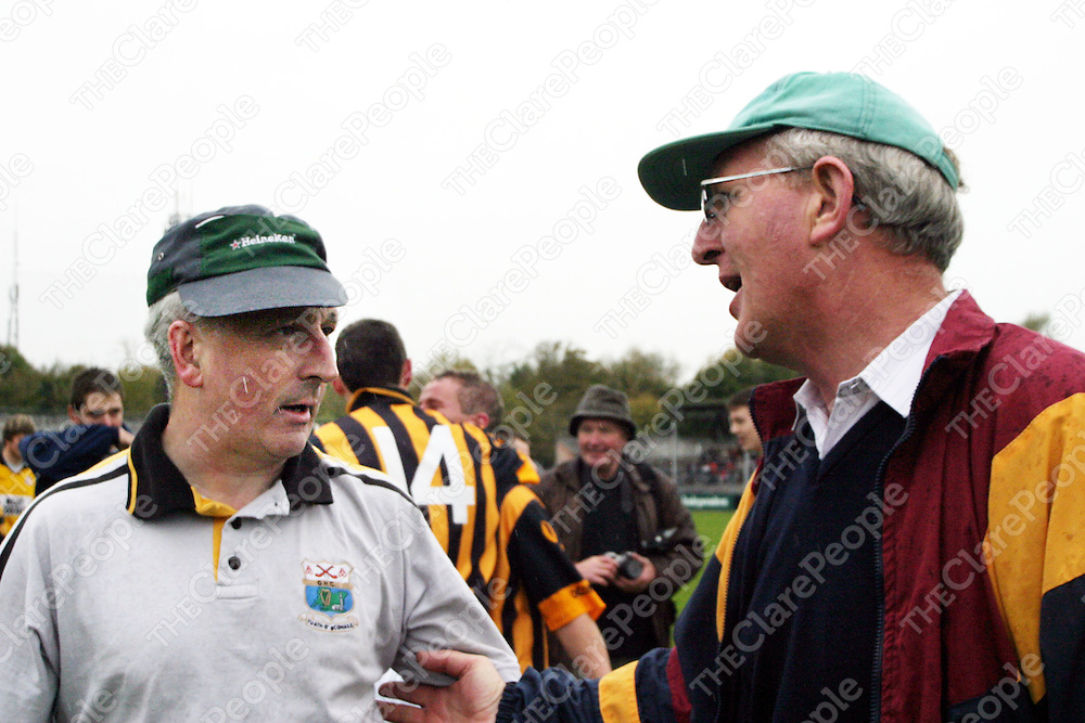 Ogonnelloe manager Gerry Cosgrove and Tulla's manager Pat Madden exchange congratulations after Ogonnolloe came out victorious in the Senior B Hurling Final in Cusack Park on Sunday.<br />