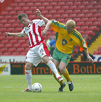 Photo. Andrew Unwin<br /> Sheffield United v Norwich, Nationwide League Division One, Bramall Lane, Sheffield 24/08/2003.<br /> Sheffield United's  Michael Tonge (l) shields the ball from Norwich's Gary Holt.