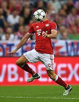 FUSSBALL CHAMPIONS LEAGUE SAISON 2016/2017 GRUPPENPHASE FC Bayern Muenchen  - FK Rostow              13.09.2016 Robert Lewandowski (FC Bayern Muenchen) kopflos